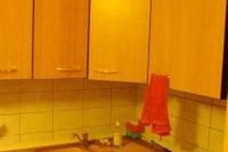 Сдается 1-комнатная квартира посуточно в Первоуральске, Химиков, 1.