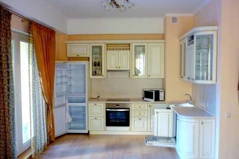 Сдается 3-комнатная квартира посуточно в Геленджике, ул. Революционная, 47.