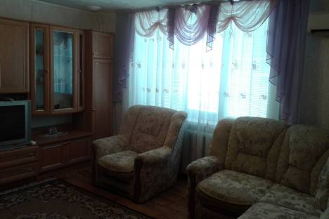 Сдается 2-комнатная квартира посуточно, Бирюзова 2.