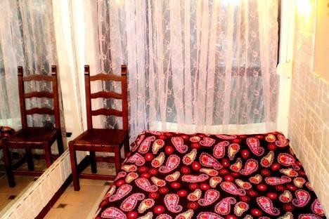 Сдается 2-комнатная квартира посуточно в Ялте, ул. Пальмиро Тольятти, 5.