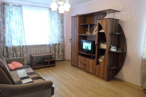 Сдается 2-комнатная квартира посуточно в Пскове, ул. Коммунальная, 24.