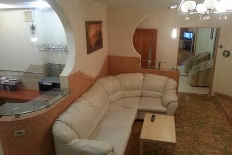 Сдается 3-комнатная квартира посуточно в Набережных Челнах, ул. Шамиля Усманова, 48.