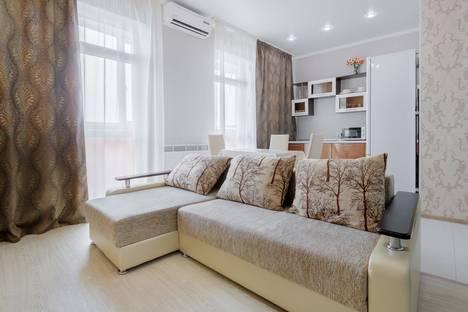 Сдается 2-комнатная квартира посуточно в Ростове-на-Дону, ул. 20 линия, 33.