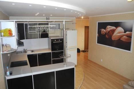 Сдается 2-комнатная квартира посуточно в Омске, Б.Архитекторов 6.