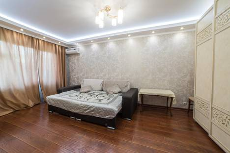Сдается 1-комнатная квартира посуточно в Астрахани, ул. Савушкина, 27.