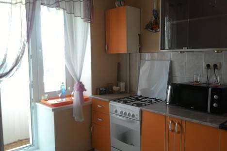 Сдается 1-комнатная квартира посуточно в Омске, ул. Рокоссовского, 4/1.