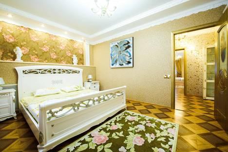 Сдается 3-комнатная квартира посуточно в Уфе, ул. Цюрупы, 78.