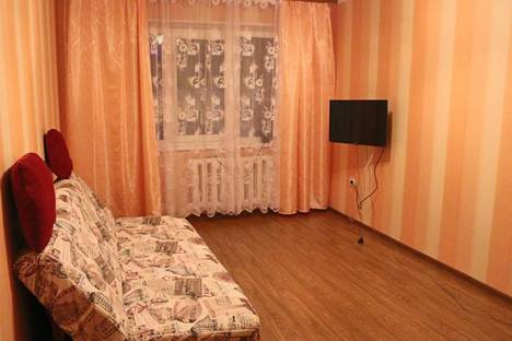 Сдается 2-комнатная квартира посуточно в Кировске, Советской Конституции, 11.