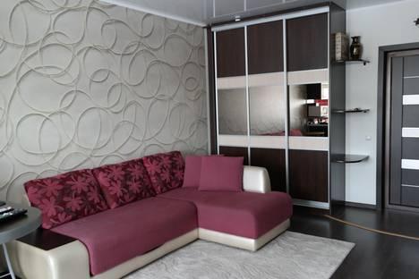Сдается 2-комнатная квартира посуточнов Омске, ул. Красный Путь, 18.