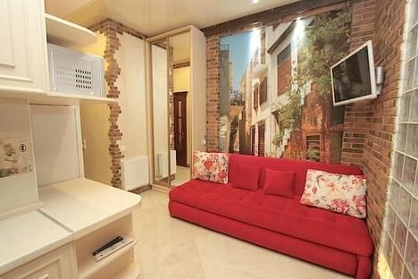 Сдается 2-комнатная квартира посуточно в Феодосии, улица Черноморская набережная 9.