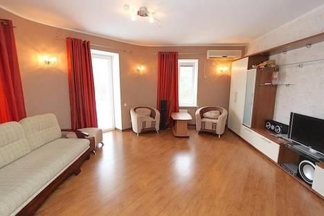 Сдается 3-комнатная квартира посуточнов Орджоникидзе, улица Федько 41.