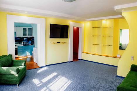Сдается 4-комнатная квартира посуточно в Тобольске, 7А микрорайон, дом 25.