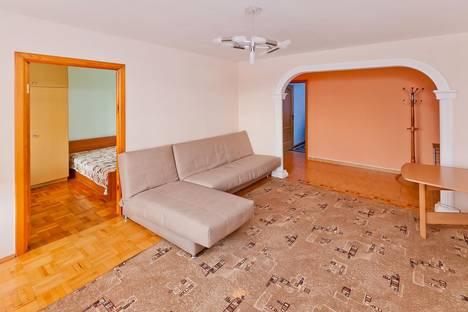 Сдается 4-комнатная квартира посуточно в Тобольске, 4 МИКРОРАЙОН, ДОМ 14.
