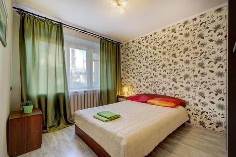 Сдается 2-комнатная квартира посуточно в Санкт-Петербурге, переулок Перекупной, дом 8.