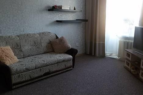 Сдается 3-комнатная квартира посуточно в Яровом, квартал Б дом 10.
