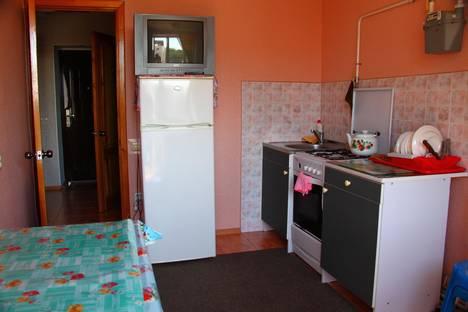 Сдается 1-комнатная квартира посуточно в Ейске, ул. Коммунаров, д.26, кв.81, 4 этаж.
