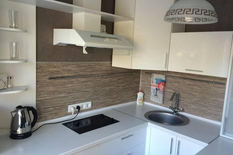 Сдается 2-комнатная квартира посуточно в Ангарске, 93 квартал, дом 22.