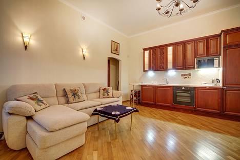 Сдается 2-комнатная квартира посуточно в Санкт-Петербурге, ул. Большая Конюшенная, 7.
