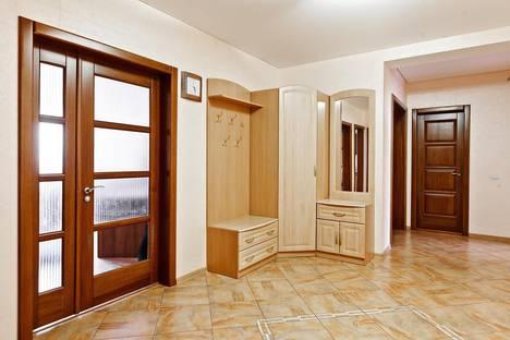 Сдается 3-комнатная квартира посуточнов Тюмени, ул.Шиллера 46/3.