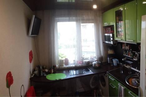 Сдается 3-комнатная квартира посуточно, ул. Батюшкова, 10.