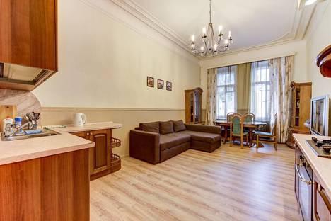 Сдается 2-комнатная квартира посуточно в Санкт-Петербурге, ул. Восстания, 3.
