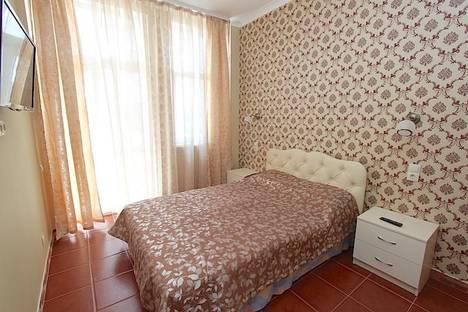 Сдается 1-комнатная квартира посуточно в Феодосии, Черноморская набережная 7.