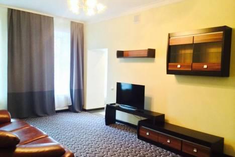 Сдается 2-комнатная квартира посуточнов Санкт-Петербурге, пр. Невский д. 63.