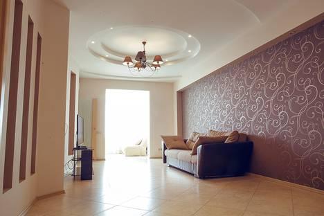 Сдается 3-комнатная квартира посуточнов Сочи, Первомайская 21.