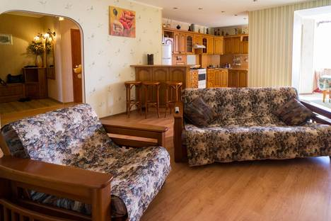 Сдается 3-комнатная квартира посуточнов Перми, Монастырская 41.