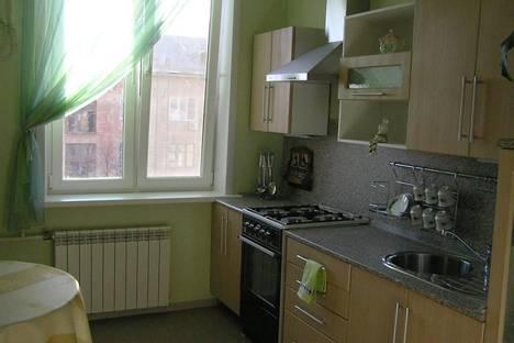 Сдается 2-комнатная квартира посуточно в Астрахани, Ленина 50.