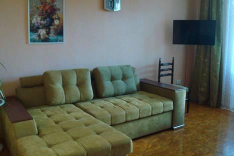 Сдается 2-комнатная квартира посуточно в Феодосии, Куйбышева, дом 2.