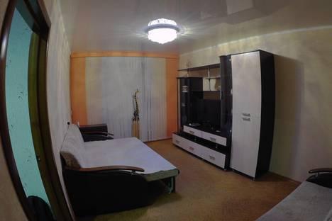Сдается 2-комнатная квартира посуточно в Набережных Челнах, проспект им Вахитова, 18 ( 30/06 ).