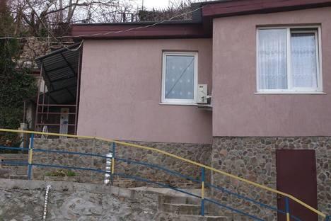Сдается коттедж посуточно в Гурзуфе, Рядом с домом по ул Ленинградской 76.
