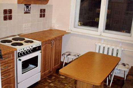 Сдается 2-комнатная квартира посуточно в Кировске, Олимпийская, 49.
