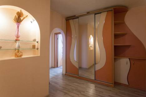 Сдается 3-комнатная квартира посуточно в Челябинске, ул. Российская, 167.
