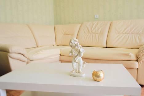 Сдается 2-комнатная квартира посуточно в Тольятти, Комсомольская 46.