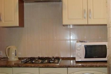 Сдается 2-комнатная квартира посуточнов Омске, улица Серова д.3.