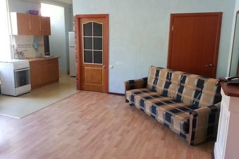 Сдается 3-комнатная квартира посуточно в Керчи, Свердлова, 44.
