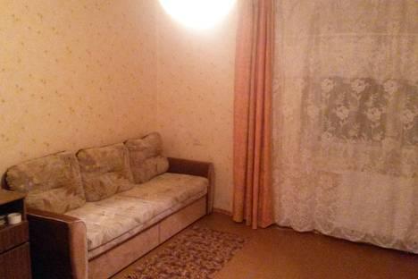 Сдается 1-комнатная квартира посуточно в Череповце, ул. Набережная, 39.