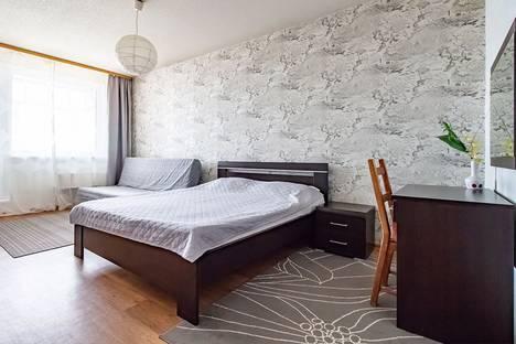 Сдается 2-комнатная квартира посуточно в Нижневартовске, Ленина 7.