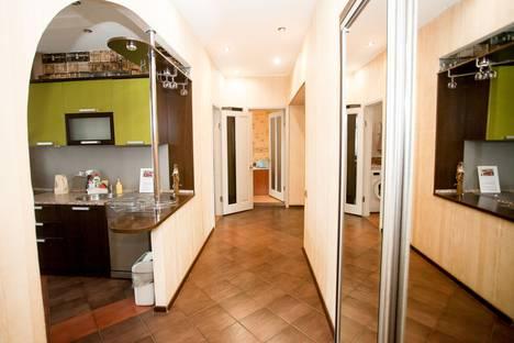 Сдается 4-комнатная квартира посуточно в Кемерове, ул. Рукавишникова, 14.