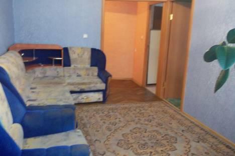 Сдается 2-комнатная квартира посуточно в Октябрьском, 21 мкр. д3.