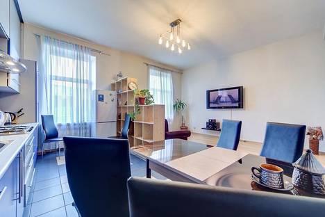Сдается 3-комнатная квартира посуточнов Санкт-Петербурге, улица Ефимова 1/4.