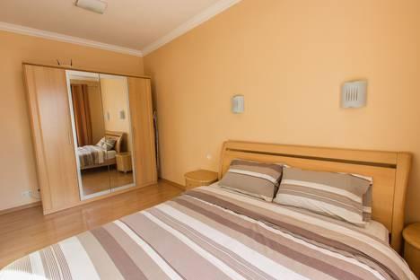 Сдается 2-комнатная квартира посуточно в Севастополе, Советская улица, д. 3.