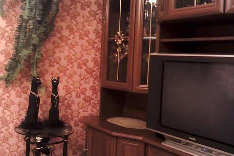 Сдается 2-комнатная квартира посуточно в Караганде, ул. Муканова дом 2.
