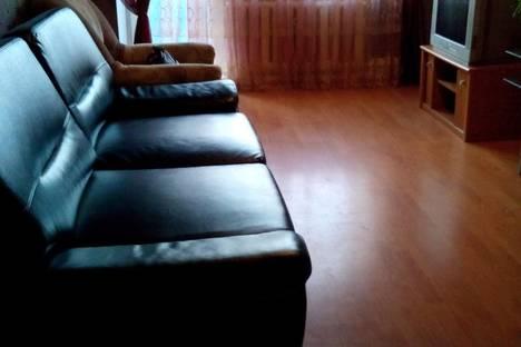 Сдается 2-комнатная квартира посуточнов Серове, ул. Каляева, д.2.