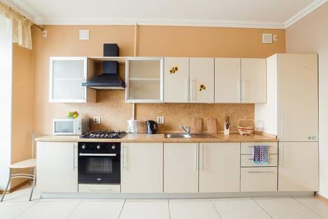 Сдается 3-комнатная квартира посуточно в Челябинске, проспект Ленина, 30.