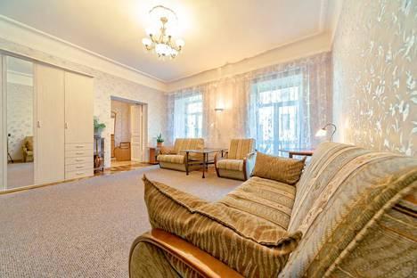 Сдается 2-комнатная квартира посуточно, ул. Большая Конюшенная, 17.