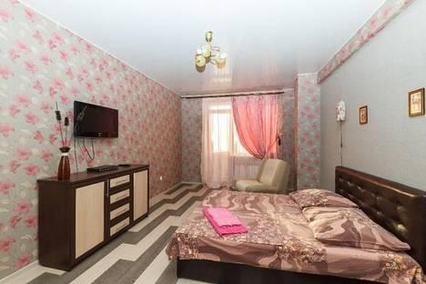 Сдается 1-комнатная квартира посуточно в Гатчине, ул. Хохлова 8.