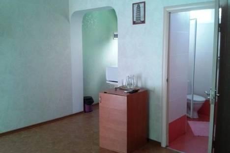 Сдается 2-комнатная квартира посуточно в Алуште, ул. Ленина, 22.